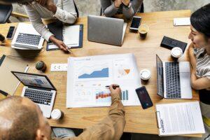 Organizar un brainstorming o lluvia de ideas en tu empresa