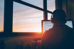 ¿Qué es el teletrabajo y por qué es una tendencia al alza?