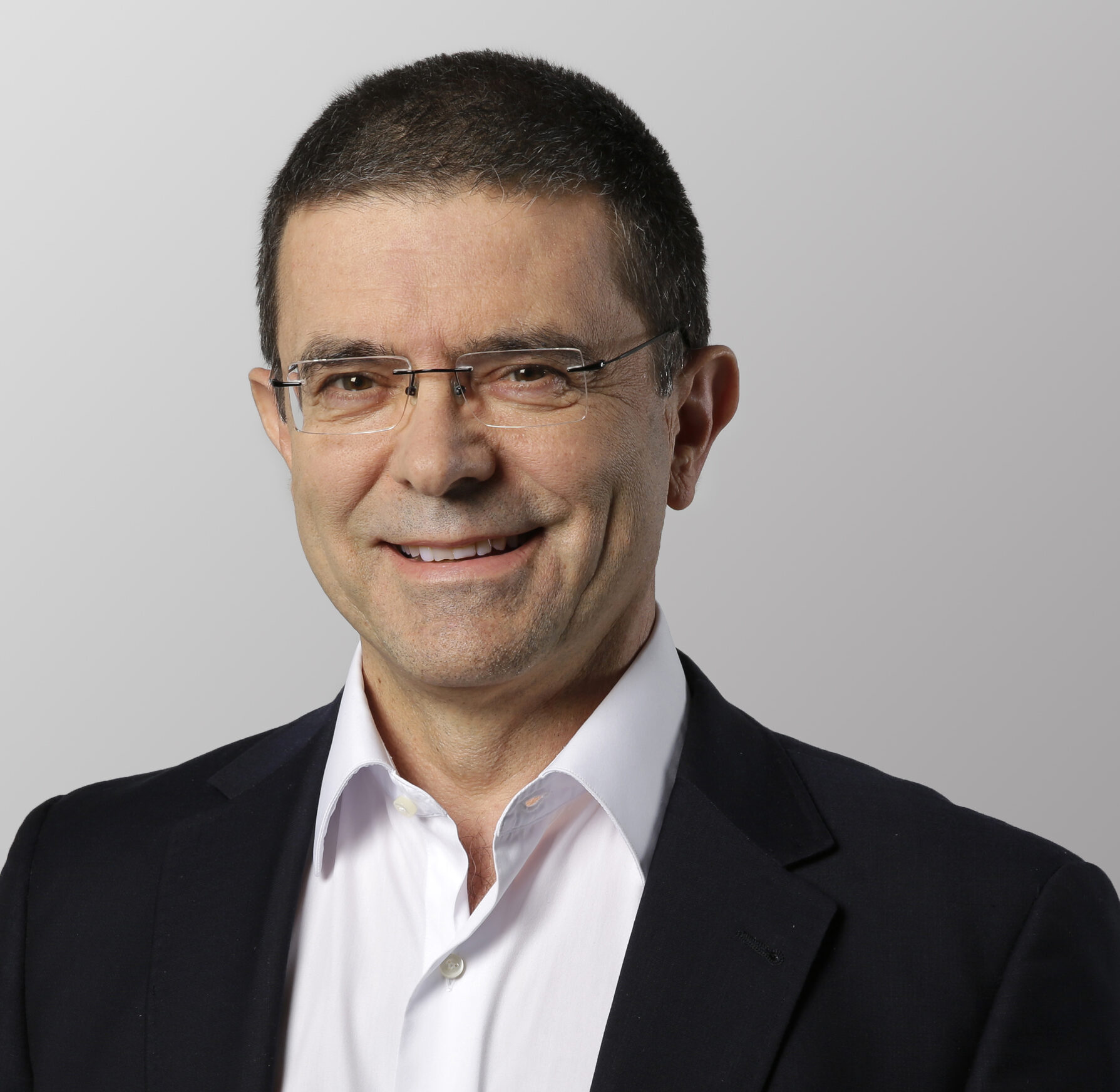 Alejandro Pociña - Steelcase